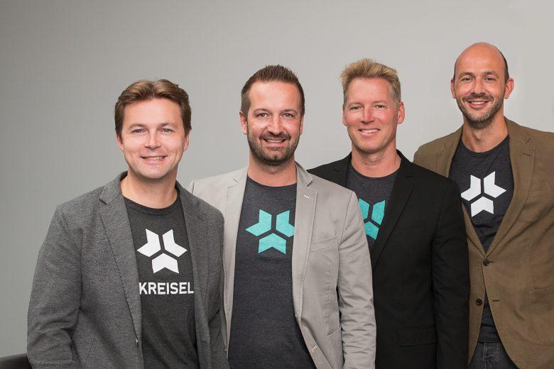 Markus Kreisel, Christian Schlögl (beide Geschäftsführung), Patrick Knapp-Schwarzenegger (strategischer Partner) und André Felker (CMO) von Kreisel Electric. © obs/Kreisel Electric GmbH/Marina Probst-Eiffe
