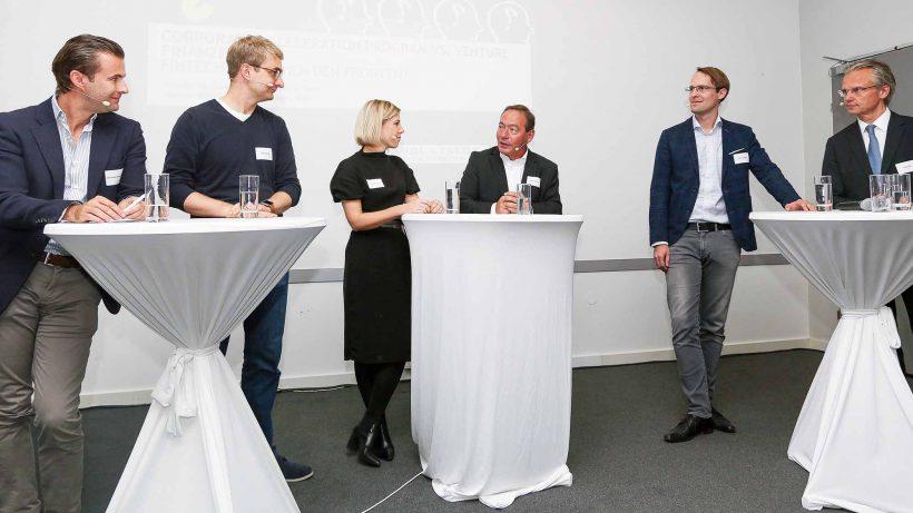 Christoph Kanneberger (APEX Ventures), Sören Obling (Finabro), Nicole Stroj (Raiffeisen Bank International AG), Martin Bittner (Moderation, acccoi), Peter Lasinger (capital300) und Jörg Flöck (MM Ventures). © Brandl & Talos Rechtsanwälte GmbH/APA-Fotoservice/Tanzer