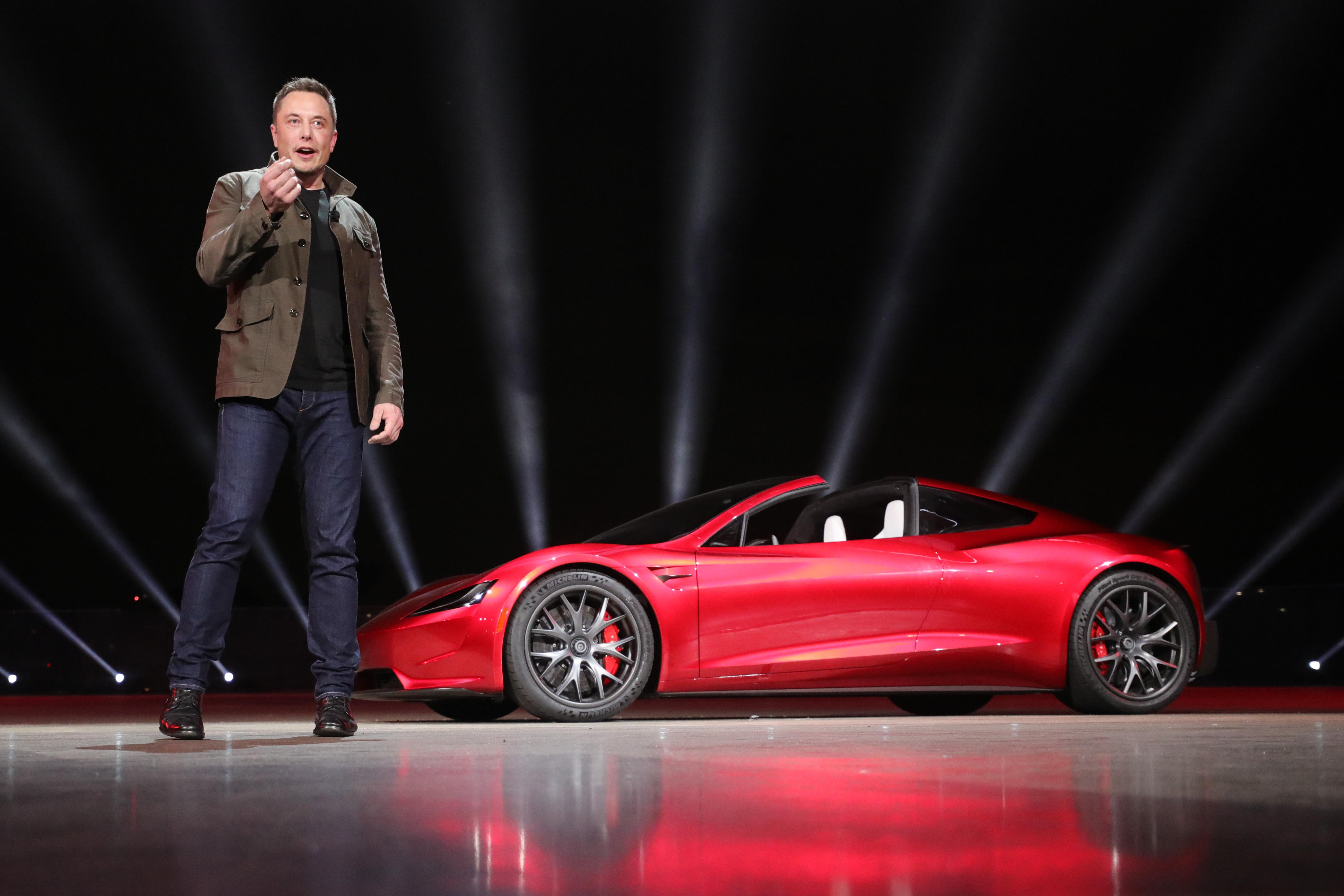 Elon Musk präsentiert den Tesla Roadster 2. © Tesla Motors