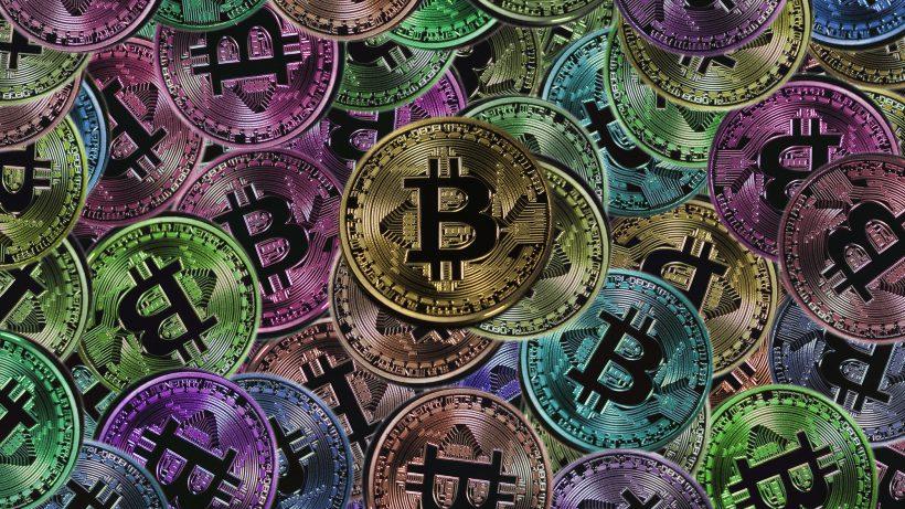 Viele bunte Bitcoins. © Pixabay