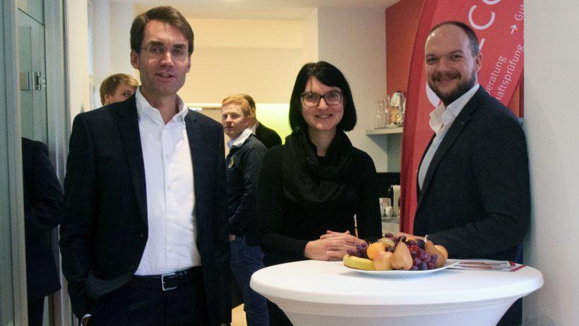 David Gloser und Barbara Hölzl von Ecovis und Michael Raab von The Minted. © Ecovis