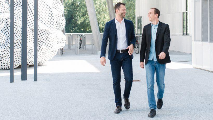Die KML Founder Philipp Kainz und Michael Mayrhofer an dem Ort, an dem alles begann: die Med-Uni Graz. © KML Vision