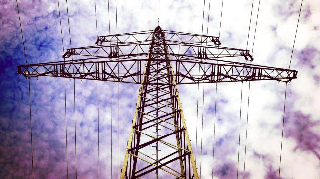 Stromnetz im Fluss. © Pixabay