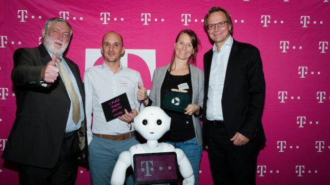 Die BiLLiTii-Gründer mit Franz Fischler, T-Mobile-Chef Andreas Bierwirth und Roboter Pepper. © T-Mobile Austria