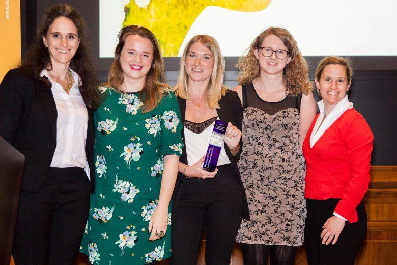 Lisa Fassl, Tanja Sternbauer und Nina Wöss von Female Founders (2te, 3te und 4te von links). © Investorinnen.com