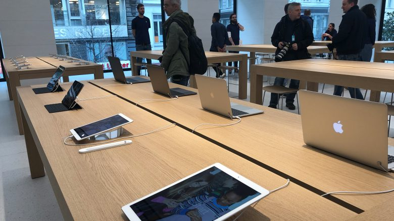 Im Apple Store Wien. © Jakob Steinschaden