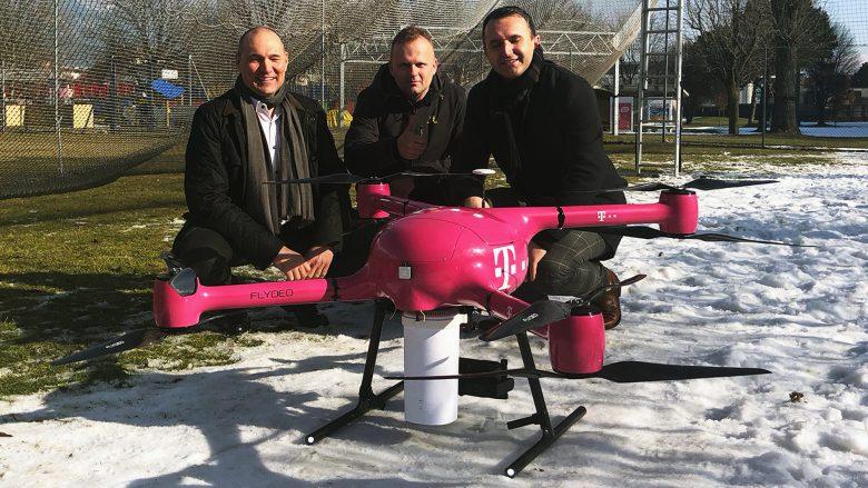 T-Mobile Austria CTO Rüdiger Köster mit dem Drohnen-Team. © Trending Topics