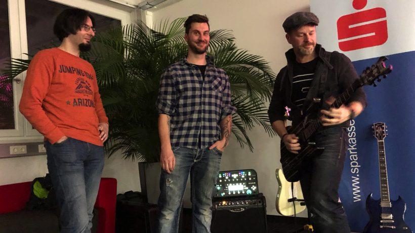 v.l.n.r.: Helmut und Florian von Fretello, Bernhard Lehner von startup300. © Trending Topics