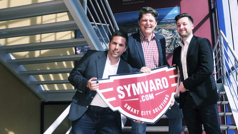 Gründer Rudolf Ball (Mitte) mit seinem Management-Team. © Symvaro