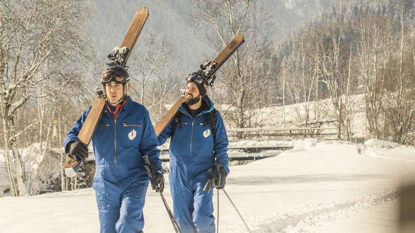 Die Founder beim Ski-Schleppen. © Jürgen Knoth