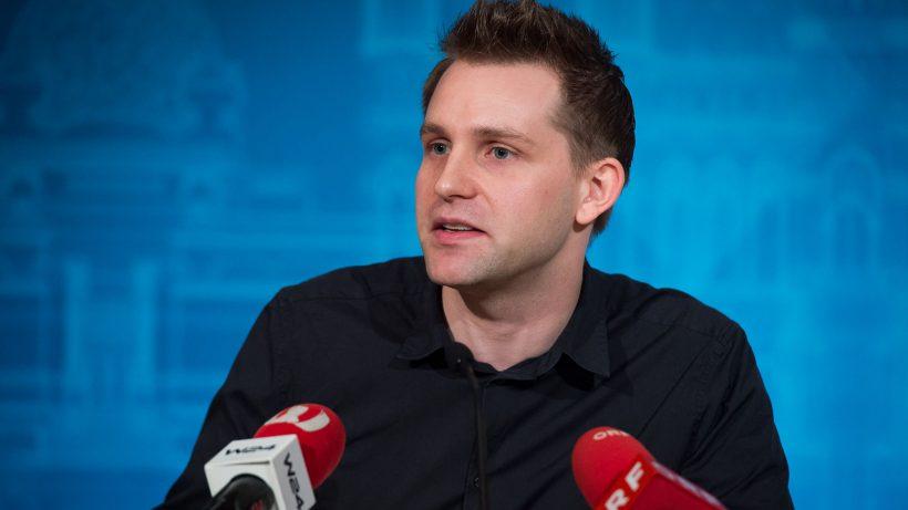 Jurist, Autor und Datenschutzaktivist und Initiator des Vereins noyb Max Schrems bei der Pressekonferenz zum Startschuss von noyb - © David Bohmann / PID