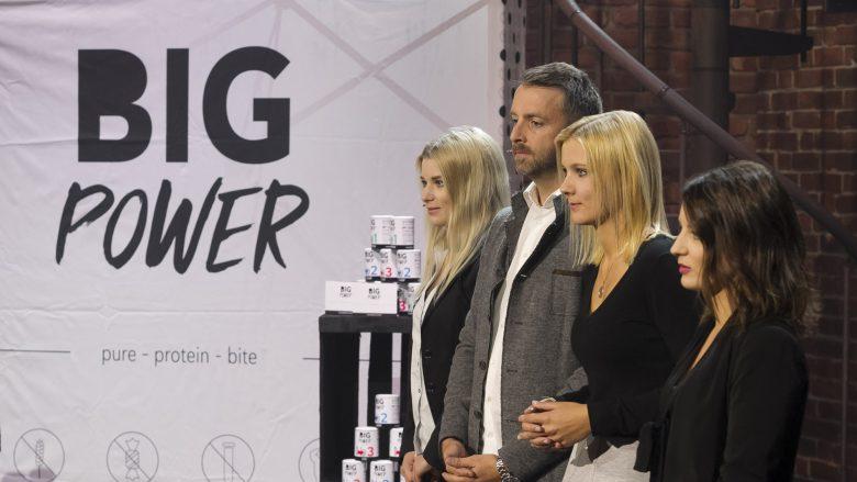 """Die Big-Power-Schwestern mit Vater Franz Habel bei """"2 Minuten 2 Millionen"""". © Gerry Frank"""