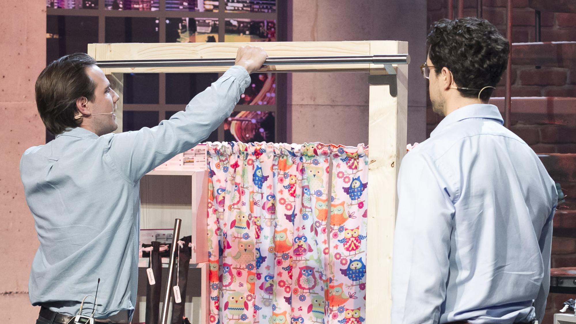 joool ein investor als vorhangstangen erfinder. Black Bedroom Furniture Sets. Home Design Ideas