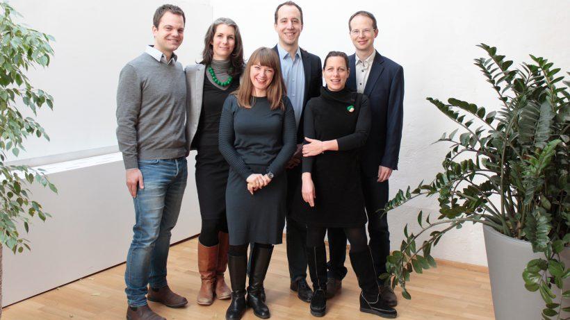 Impact Hub: Die neue Geschäftsführung und die Gründer auf einem Bild vereint. © Impact Hub