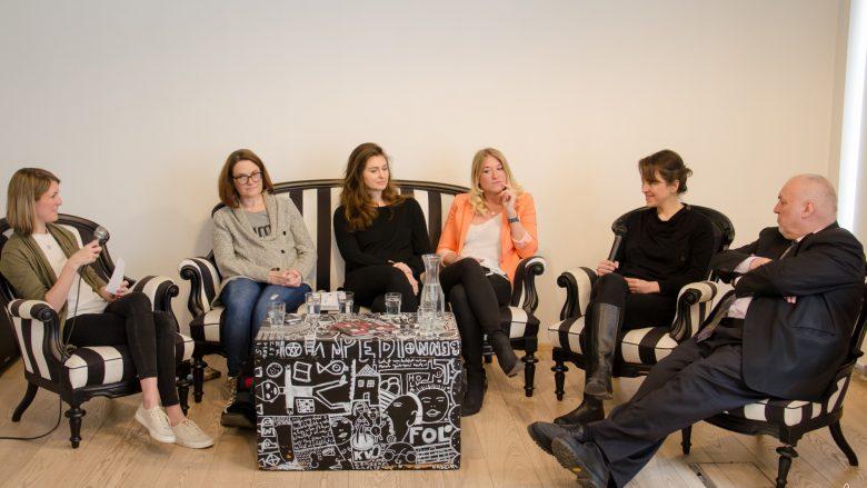Podiumsdiskussion im Loffice, v.l.: Sara Grasel, Elizabeth Lux, Jacqueline Resch, Tanja Sternbauer, Norah Fröhlich, Alfred Pritz © Niki Sarfi