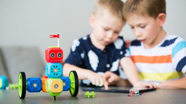 Spielzeug mit Sinn: Programmieren ist eine der wichtigsten Kompetenzen der Zukunft. © Robo Wunderkind