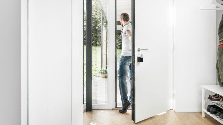 Türe öffnen und schließen per Smartphone. © Nuki