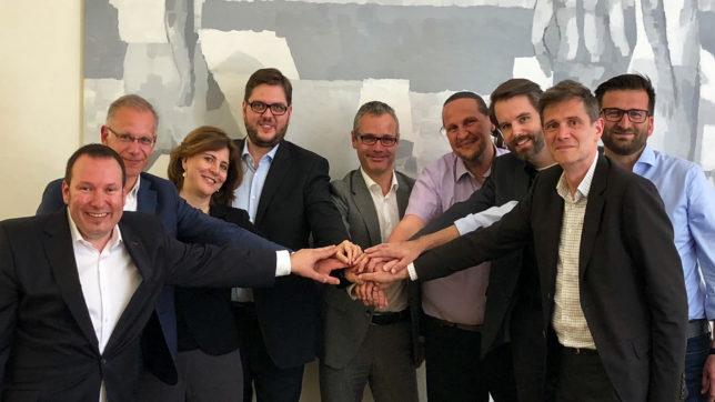 Vlnr. Jürgen Milde-Ennöckl (tecnet), Michel Ozanian (ALE), Doris Agneter (tecnet), Andreas Granig (Sipwise), Bernd Stangl (ALE), Werner Zahnt (Speedinvest), Daniel Tiefnig (Sipwise), Gernot Fuchs (Sipwise) und Atilla Ceylan (Sipwise). ©tecnet