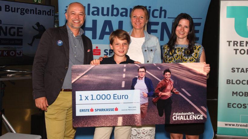 Emanuel Bröderbauer (Erste Bank), Petra Ott mit Sohn Fabian (Die Schlaue Box) und Katharina Ehrenfellner (Conda). © Trending Topics