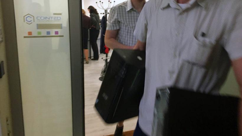 Hausdurchsuchung bei Cointed: Computer werden beschlagnahmt. © Barbara Duras