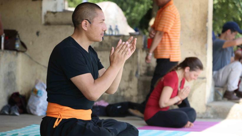 Der buddhistische Meister Tulku Lobsang bei der Arbeit. © Yield Public Relations