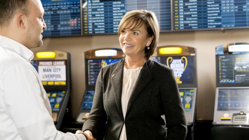 Karin Wilfinger betreut bei den Admiral Casinos Gäste mit auffälligem Spielverhalten © Admiral