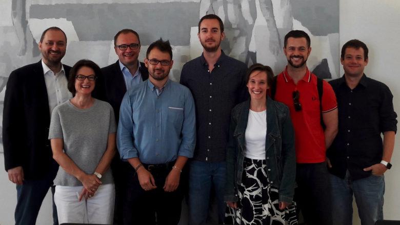 Das tubics-Team im Kreis der Investoren. © tubics