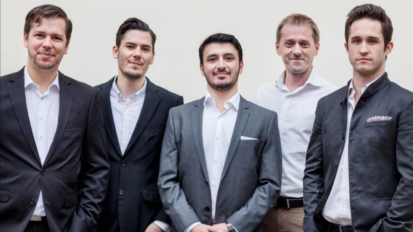 Das Handcheque-Team: Christoph Witzany, Marco della Schiava, Khaled Asef, Michael Bratl und Valentin Jilch. © Handcheque