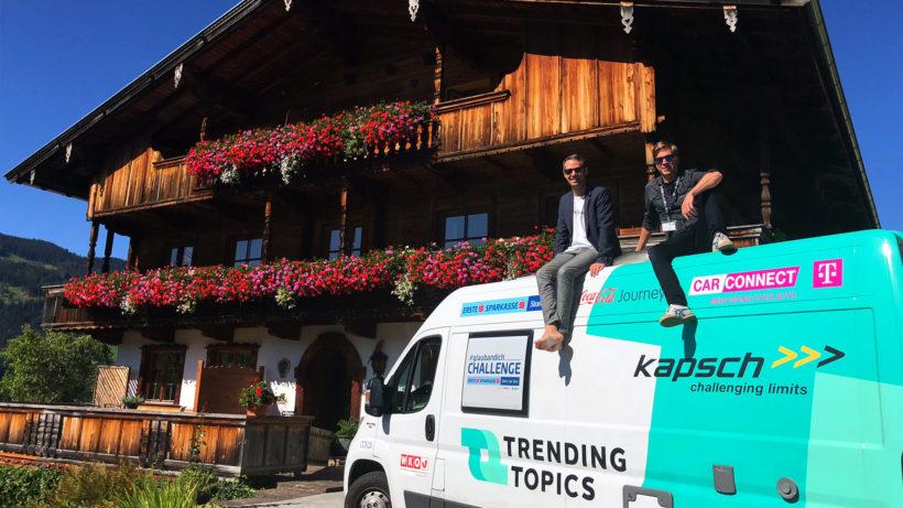 Bastian Kellhofer, Jakob Steinschaden und das Trend-O-Mobil. © Trending Topics