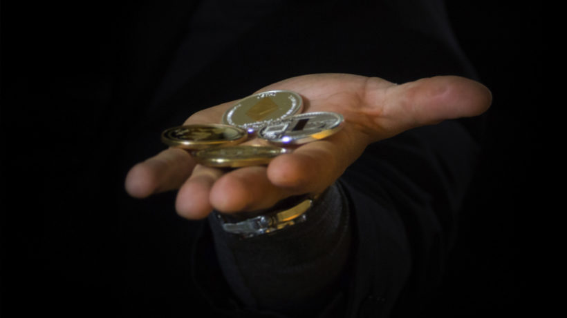 Krypto-Coins in der Hand. © Pixabay
