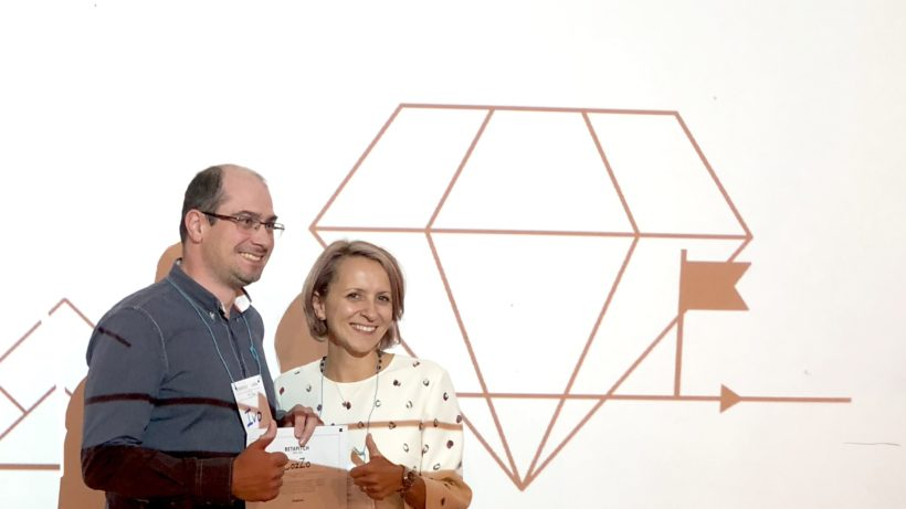 Ivo Dimitrov, CEO of CozZo received the betapitch Sofia award from Rumi Trencheva, CEE Head of Global Channels of SAP ©Trending Topics