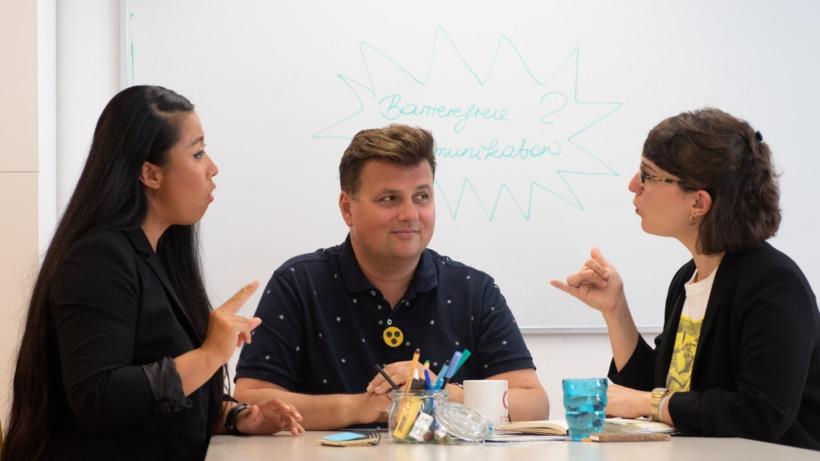 Unternehmen lernen eine angenehme Kommunikationsebene schaffen. © myAbility