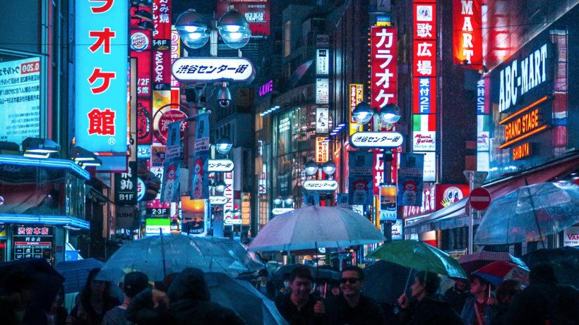 Tokio bei Nacht und Regen. © Unsplash