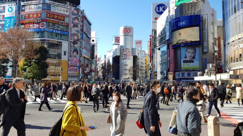 Geschäftiges Treiben auf der berühmten Kreuzung vor dem Bahnhof Shibuya © Trending Topics