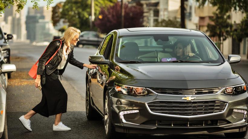 Lyft-Fahrerin holt Fahrgast ab. © Lyft