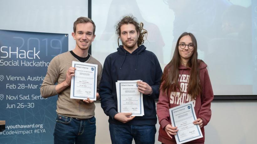 Die Gewinner Tobias Feitkenhauer, Max Stolze und Anna Bajnok haben fit 4 future entwickelt © EYA/E. Ellerdorfer