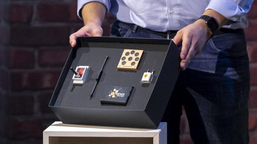"""Die Hardware-Box von eFriends bei """"2 Minuten 2 Millionen"""" © Gerry Frank"""