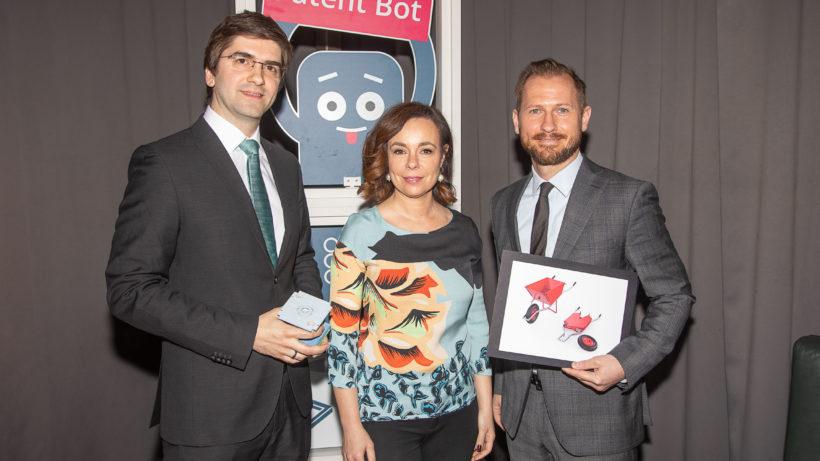 Patentamtspräsidentin Karepova mit den Gründern von Enpulsion und Frend. © Österr. Patentamt/APA-Fotoservice/Tanzer