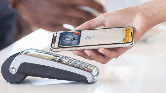 Mit Apple Pay am NFC-Terminal bezahlen. © Apple