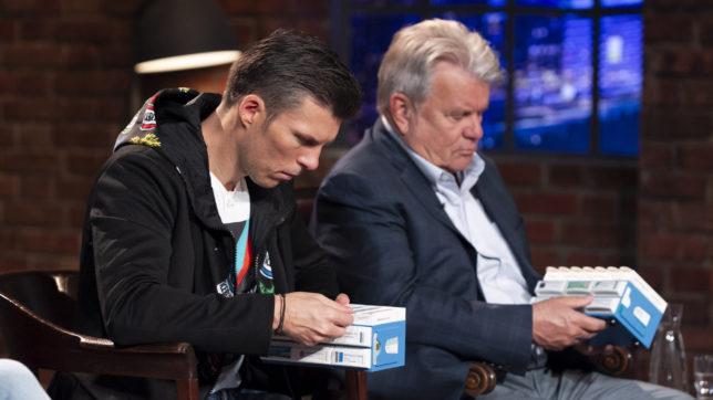 Florian Gschwandtner und Hans-Peter Haselsteiner begutachten Pillbase in der neunten Folge 2 Minuten 2 Millionen © Gerry Frank