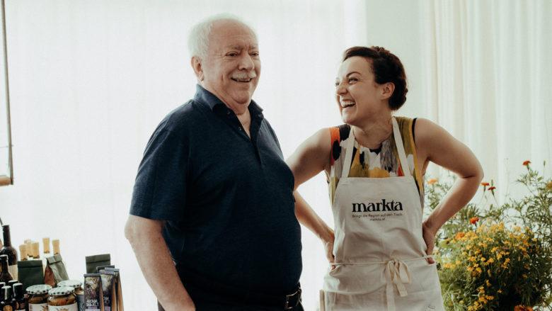 markta-Gründerin Theresa Imre mit dem ehemaligen Bürgermeister Wiens, Michael Häupl. © JENN AND THE CAMERA