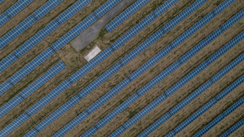 Solaranlagen von oben. © Ryan Searle on Unsplash