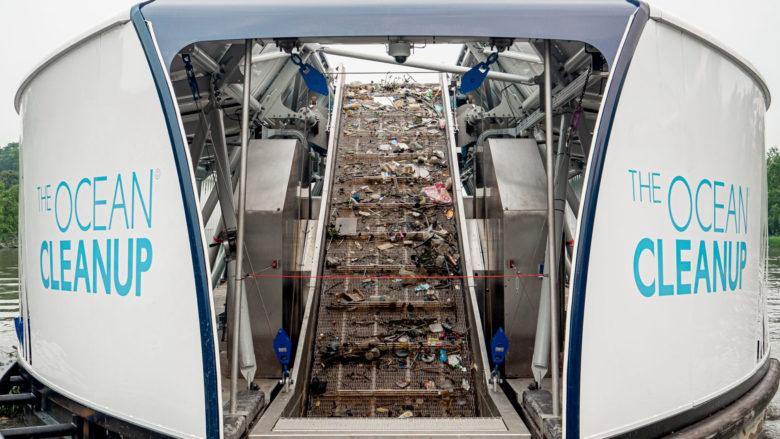 Interceptor schaufelt Müll aus Flüssen. © The Ocean Cleanup