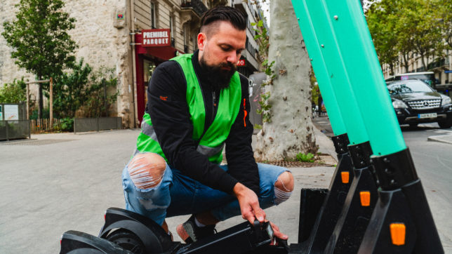 Mitarbeiter von Tier Mobility am Werken. © Tier Mobility