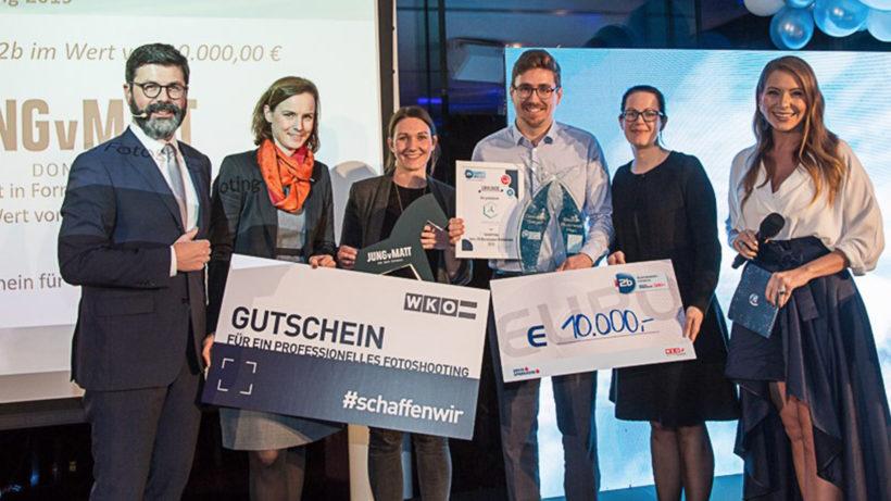 Die Sieger 2019: Stefan Schaffelhofer vom Linzer MedTech-Startup CortEXplore bekommt den Hauptpreis überreicht. © i2b/Klaus Morgenstern