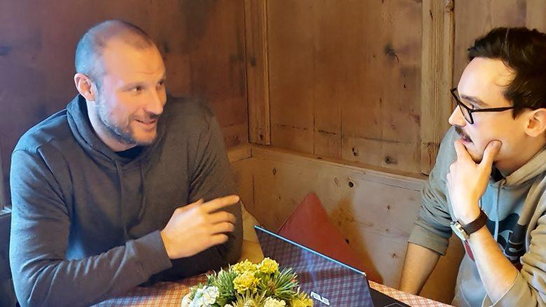 Aksel Lund Svindal und Trending Topics-Redakteur Oliver beim Interview.