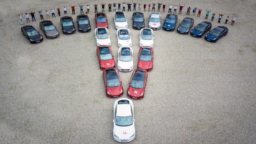 So sehen echte Tesla-Fans aus. © Stefan Debera, 404 Volt