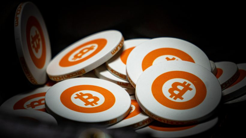 Bitcoin-Münzen. © Photo by Harrison Kugler on Unsplash