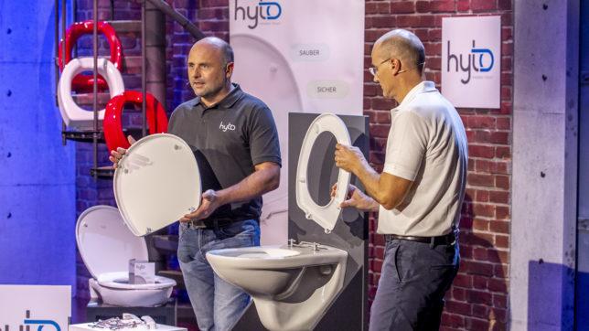 Peter Mayr und Karl Watschinger präsentieren das WC-System HYTO. © Gerry Frank Photography 2019