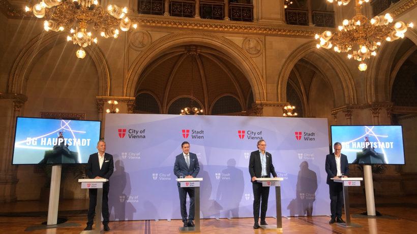 Marcus Grausam (CEO A1 Telekom Austria), Stadtrat Peter Hanke, Andreas Bierwirth (CEO Magenta Telekom), Jan Trionow (CEO Hutchison Drei Austria). © Trending Topics